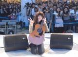 路上ライブには2000人の観客が訪れた (C)ORICON NewS inc.