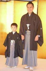 二代目「市川右近」を襲名する長男の武田タケル(6)も出席