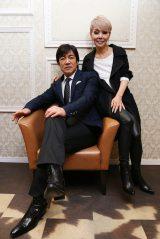 ともにデビュー45周年を迎えた(左から)野口五郎、研ナオコ