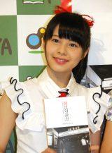 NGT48・本間日陽=書籍『涙は句読点〜普通の女の子たちが国民的アイドルになるまで〜AKB48公式10年史』発行記念お渡し会 (C)ORICON NewS inc.