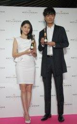 『MOET PARTY DAY TOKYO』オープニングセレモニーに登場した(左から)橋本マナミ、中村昌也 (C)ORICON NewS inc.