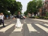 6月25日放送、NHK・BSプレミアム『スーパープレミアム 「ザ・ビートルズ フェス!」』で森高千里による「ザ・ビートルズ 英国紀行」をオンエア。写真はアビイ・ロードにて(C)NHK