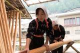 北山杉の里で働く双子の妹・中田苗子も松雪が演じる (C)川端康成記念會/古都プロジェクト