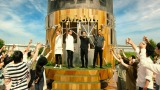 『サントリー ザ・モルツ』のTVCM最新作「夏だ!いきなり!」篇に出演する(左から)黒木啓司、SHOKICHI、HIRO、AKIRA