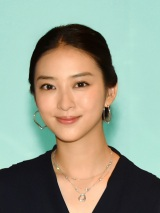 TBS系ドラマ『せいせいするほど、愛してる』に主演する武井咲 (C)TBS