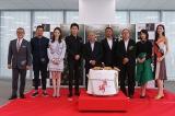 (左から)國村隼、池内博之、チー・ウェイ、福山雅治、ジョン・ウー監督、チャン・ハンユー、ピーター・ラム、桜庭ななみ、TAO