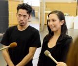舞台『LOVE ON THE FLOOR』公開けいこ後の囲み取材に出席した(左から)高橋大輔、シェリル・パーク氏 (C)ORICON NewS inc.