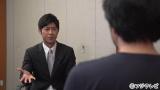 インタビュアーの榎並大二郎同局アナウンサー