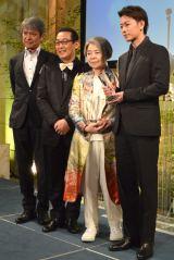 贈呈式に出席した(左から)升毅、さだまさし、樹木希林、佐藤健 (C)ORICON NewS inc.
