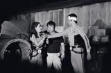 モロボシ・ダンとアンヌ隊員の淡いラブストーリーも見どころ。中央は満田かずほ監督(C)円谷プロ