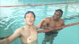 5月29日放送、カンテレ・フジテレビ系『岡村隆史のスポーツワイドショー』赤道ギニアのムサンバニ元水泳選手(右)に、シドニー五輪の真相を直撃するじゅんいちダビッドソン(C)カンテレ