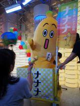 『ナナナな誕生日〜ありがとう神谷町〜』イベント会場に特製台車に乗って現れたナナナ