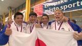 フィンスイミングW杯 リレー日本代表チーム(左から金子祐介、春日俊彰、じゅんいちダビッドソン、堀本晋哉)