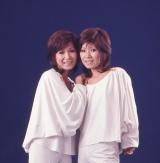 死去したザ・ピーナッツの伊藤ユミさん(右)