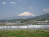 富士山を間近に望む「富士スピードウェイ」のレーシングコース