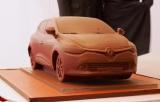 今年のパリモーターショーのパーティーで展示された、ピエール・エルメがチョコレートで作った新型『ルーテシア』。