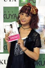 自身初のスタイルブック『It's me RINA』を発売したSCANDALのドラマーRINA