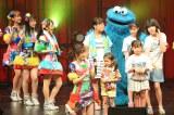 人気キャラクターや子どもたちと歌って踊った(C)AKS TM/(C)Sesame