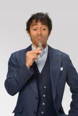 10月22日スタート、NHK土曜ドラマ『スニッファー 嗅覚捜査官』に主演する阿部寛。特殊嗅覚で事件を解決!(C)NHK