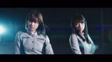 欅坂46が2ndシングル収録曲「語るなら未来を…」のMVを公開(写真左から渡邉理佐、渡辺梨加)