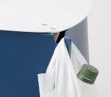 両端のフックに袋をかけられる『パタット・テーブル』7400円(税抜) (C)oricon ME inc.