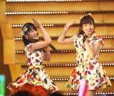 中学生コンビなこみく(左から田中美久、矢吹奈子)らフレッシュメンバーでライブを開催したHKT48(C)AKS