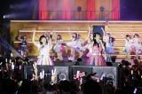 センター経験者の(左から)朝長美桜、田島芽瑠(C)AKS