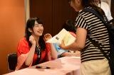 コンサート前にはロビーで夏祭りイベントを開催(写真はサイン会を行った田島芽瑠)(C)AKS