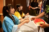 コンサート前にはロビーで夏祭りイベントを開催(写真は矢吹奈子&田中美久の名刺お渡し会)(C)AKS