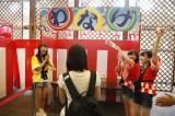 コンサート前にはロビーで夏祭りイベントを開催(写真は輪投げコーナー)(C)AKS
