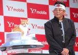 Y!mobile『Android One』発売記念イベントに出席した(左から)ふてニャン、哀川翔 (C)ORICON NewS inc.