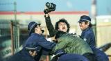 伝説的スクープをモノにしてきた凄腕カメラマンを演じる福山雅治