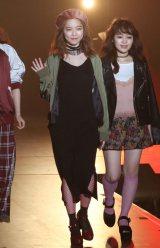 笑顔で初ランウェイを飾ったAKB48島崎遥香(撮影:片山よしお) (C)oricon ME inc.