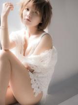 『AAA MISAKO UNO PHOTOBOOK Bloomin'』誌面カット(撮影/中村和孝)