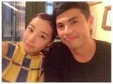 小島よしお&妻・あいさんのツーショット(写真はあいさんのインスタグラムより)