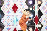 『クレヨンしんちゃん』ショーで「オラはにんきもの25th MIX」のダンスを披露したしんちゃん=東京・六本木ヒルズアリーナ