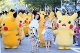 ピカチュウ50匹とパレードに登場した松岡茉優(キミア役)、テレビ東京の紺野あさ美アナウンサー