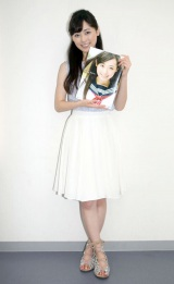 2nd写真集『はるかかなた』を笑顔でアピール (C)ORICON NewS inc.