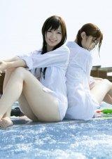22日に発売される1st写真集『乃木坂派』(左から)白石麻衣、松村沙友理