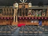 トークイベントは、江戸東京博物館内19世紀初期の芝居小屋「中村座」の原寸大復元模型の前で行われた