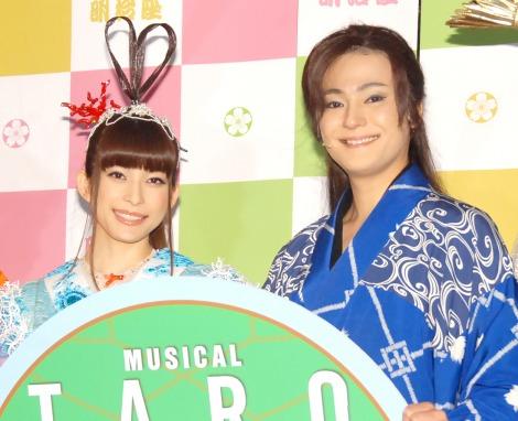 ミュージカル『TARO URASHIMA』公開ゲネプロを行った(左から)上原多香子、木村了 (C)ORICON NewS inc.