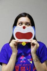 誰でもドラえもん顔になれる特製うちわが登場(C)藤子プロ・小学館・テレビ朝日・シンエイ・ADK
