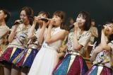 7月末に卒業した穴井千尋(中央)がサプライズで登場(C)AKS