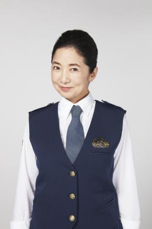 警察の衣装の宮崎美子