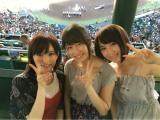 夏の高校野球決勝を甲子園で生観戦した(左から)山本彩、横山由依、高橋朱里