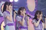 乃木坂46が神宮球場3days公演をスタート(写真左から生田絵梨花、生駒里奈、星野みなみ)