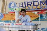 映画『トリガール!』でも『鳥人間コンテスト』の実況をした羽鳥慎一アナウンサー (C)2016「トリガール!」製作委員会