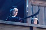 NHK大河ドラマ『真田丸』主人公・真田信繁の兄・信幸の正室、稲(小松姫)を演じる吉田羊(左)。写真は第36回(9月11日放送)より(C)NHK