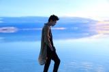ボリビア・ウユニ塩湖にて撮影された写真集+DVDブック『X(ten)』の未公開カットなどを展示