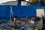 「ライド・リグ」と名付けられた装置を使ってプールで撮影している様子(C)2016 Disney Enterprises, Inc. All Rights Reserved..